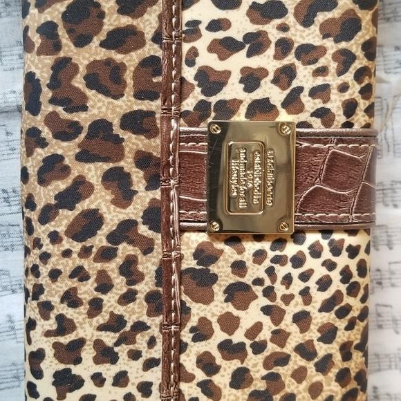 Liz Claiborne Handbags - Liz Claiborne wallet